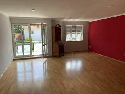 Gepflegte 3-Raum-Wohnung mit Balkon und Einbauküche in Graben-Lagerlechfeld