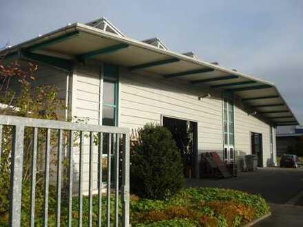 Mehrzweck Produktions-/Lager & Bürogebäude im Gewerbegebiet Lauda, mit Parkplätzen und Außenfläche
