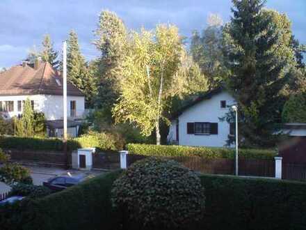 Exklusive 2,5 Zimmer-Wohnung mit Balkon und Einbauküche in Trudering, München