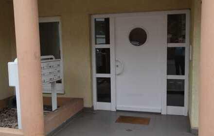 Für berufstätiges Paar modernisierte 3-Raum-Maisonette-Wohnung mit Balkon und Einbauküche