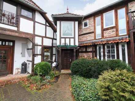 Leben Sie Ihren Wohntraum: 2-Zi.-Wohnung in Fachwerkhaus mit romantischem Innenhof und Turmzimmer