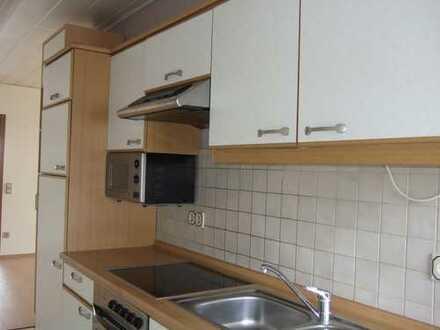 Schöne, gepflegte DG-Wohnung mit Einbauküche