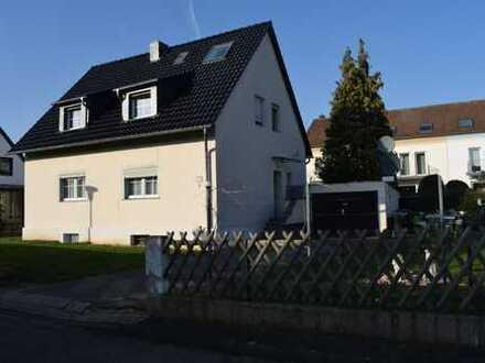 Dreifamilienhaus in Porz ***Für Kapitalanleger oder Großfamilien***