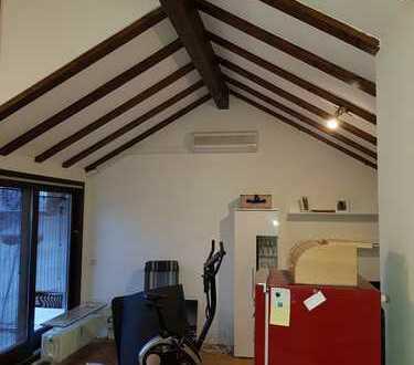 2.5 Zimmer Dachgeschosswohnung mit Dachterrasse und Klimaanlage