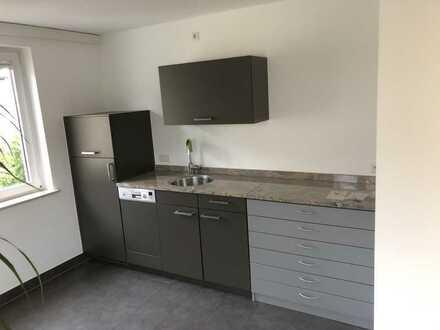 Moderne, renovierte EG-Wohnung (ehem. Bürofläche / vollklimatisiert)