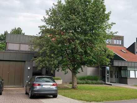 Repräsentatives Büroareal inkl. 77 Stellplätze in Haßfurt. Arbeiten und wohnen möglich