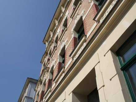 +++ 2 Zi. Wohnung mit Balkon & Stuck in hochwertig sanierten Gründerzeithaus +++