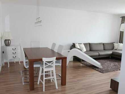 Schöne 4 Zimmer Wohnung mit EBK und Suedbalkon