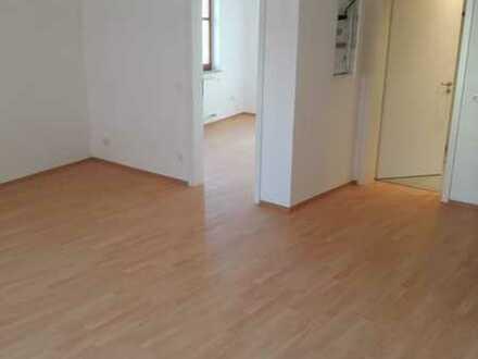 Hochwertig sanierte helle 2 ZKB-Wohnung (63qm) in Burglengenfeld.