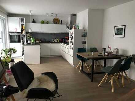 Exklusive, geräumige und neuwertige 2-Zimmer-Wohnung mit großem Balkon und EBK in Dachau