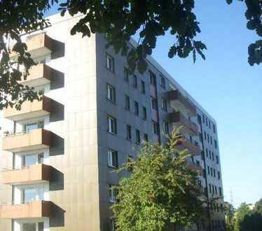 Provisionsfrei! Langjährig vermietete Eigentumswohnung mit Balkon und herrlichem Fernblick