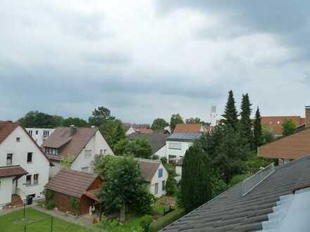 In bester Wohnlage - Nivauvolle 3,5-Zimmer-Dachgeschosswohnung mit 2 Balkone und Stellplatz