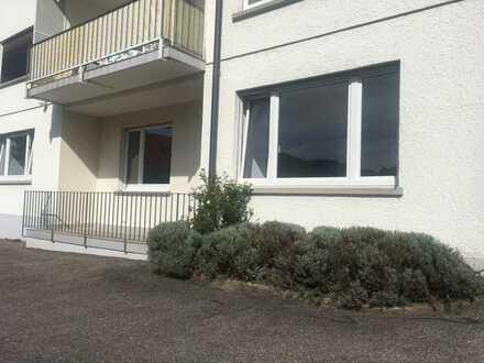 Sofort einziehen: Neu sanierte 4-Zi.-Wohnung mit Balkon und Garage in Lichtental