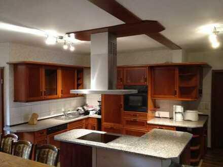 Großzügige Wohnung mit Garten, Pool, 5 Bädern, 4 Balkonen, Luxusküche, Glasfaser, option. Lager Büro