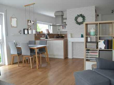 Exklusive, neuwertige Terrassenwohnung mit Balkon und Einbauküche in Augsburg