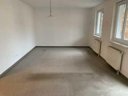 Gepflegte 1,5-Zimmer-Wohnung mit Balkon und Einbauküche in Bad Elster