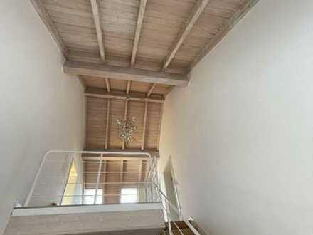 Gepflegte Wohnung mit fünf Zimmern sowie Balkon und Einbauküche in Malschenberg