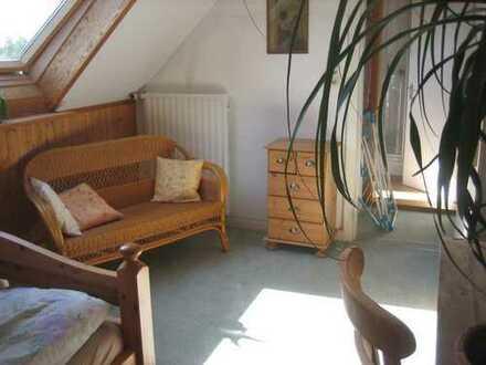 Gemütliches Zimmer am östlichen Stadtrand von Hamburg in ruhiger Wohnlage und sehr guter Anbindung.