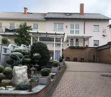 Großzügiges Ein-Familienhaus (m. ELW) mit Wintergarten in zentraler Lage von Hösbach -