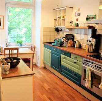Beautiful room in 120 m2 flat with balcony in Goltzkiez