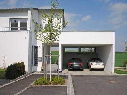 Stilvolle Doppelhaushälfte mit Dachterrasse und traumhaftem Ausblick in begehrter Lage