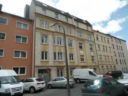 Komplett sanierte Wohnung mit Balkon steht zum Einzug bereit!!!
