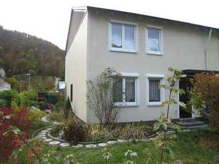 *Gemütliche seniorengerechte EG-Wohnung im 2-Familienhaus mit Terrasse und Gartennutzung*