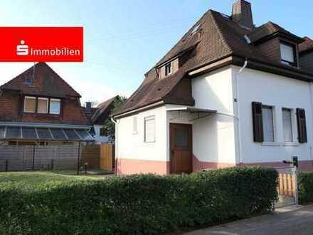 Doppelhaushälfte mit Charme in schön eingewachsener Wohngegend, Garten, Garage