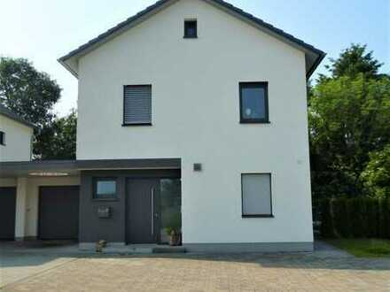 Schönes, geräumiges Haus mit fünf Zimmern in Germersheim (Kreis), Minfeld