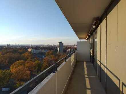 Herrliche 3-Zimmerwohnung mit neuen Panorama-Fenstern, Einbauküche, Fußbodenheizung, Eckbalkon