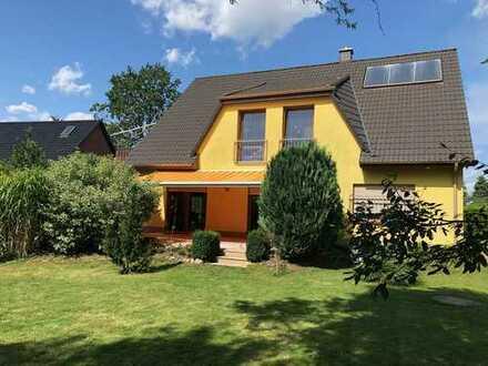 Exklusives Einfamilienhaus ruhige und grüne Lage