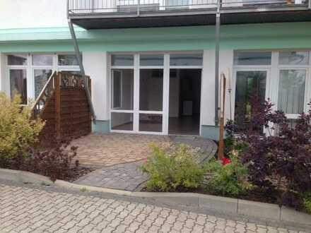 Erstklassige Zwei-Zimmer-Wohnung mit Fußbodenheizung und Terrasse