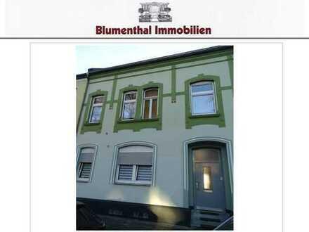 Gelegenheit ! 1-2-Parteienhaus mit ausbaufähigem Dachgeschoss und großem Garten in Krefeld-Oppum !