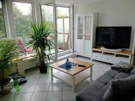 Gemütliche 2-Zi.-DG-Wohnung mit großem Süd-Balkon, Einbauküche und Elektrokamin in 51145 Köln