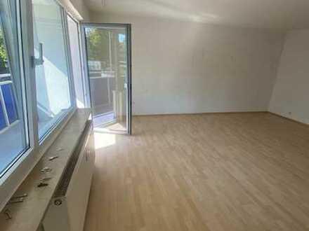 Helle Büro- oder Praxisfläche mit großem Balkon in Top Lage.