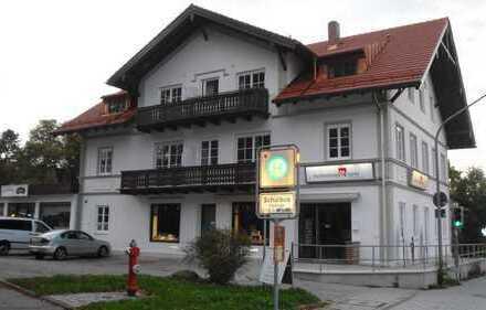 Stilvolle, geräumige und sanierte 2-Zimmer-Wohnung in Ebenhausen mit Flachdachterrasse und Balkon