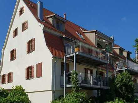 Neuwertige 3,5-Raum-Maisonette-Wohnung mit Balkon und Einbauküche in Ehningen