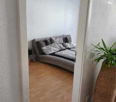 Schöne helle 2,5-Raum-EG-Wohnung mit Terrasse und EBK in Offenbach am Main