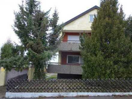 Sanierungsbedürftiges großes 2 Familienhaus mit 593 m² Grundfläche und Doppelgarage