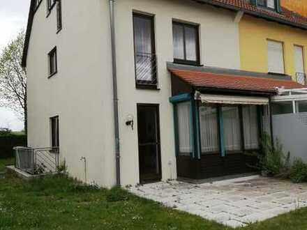 Gepflegtes 5,5-Zimmer-Reiheneckhaus mit EBK in Ditzingen, Ditzingen