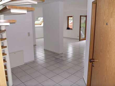 Modernisierte 3-Zimmer-Maisonette-Wohnung mit Balkon und EBK in Wilhelmsfeld