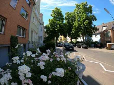 Stilvolle, geräumige 2-Zimmer-Wohnung mit 20 qm großer Sonnenterrasse in Neuehrenfeld, Köln