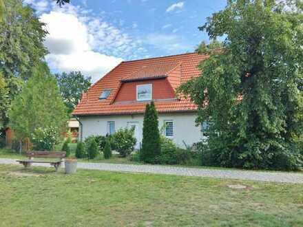 Haus mit zwei Wohnungen auf gepflegtem Grundstück +++ Nahe Werder