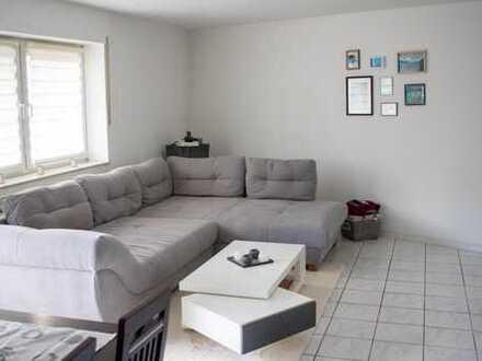 Helle 3-Zimmer-Wohnung mit Balkon und neuwertiger Einbauküche
