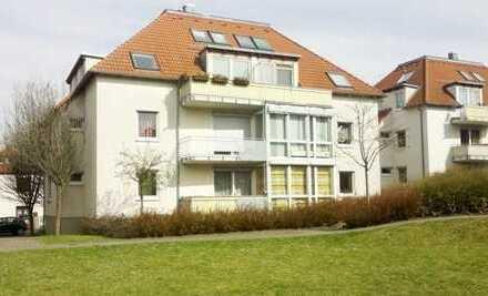 Schöne 2-Raum-EG-Wohnung mit Balkon und Einbauküche, TG-Stellplatz, grüne, ruhige Lage