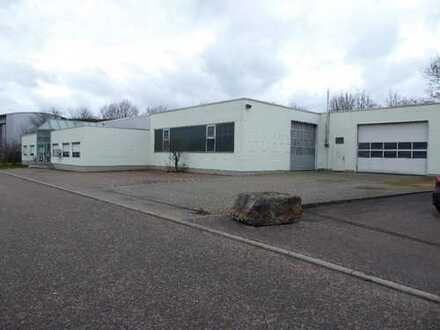 Produktionsräume, Lager und Werkstattflächen, Lackieranlage sowie Büroräume