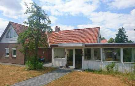 Gepflegtes Einfamilienhaus mit großem Wintergarten