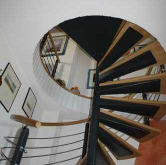 Sanierte 4-Zimmer-Maisonette-Wohnung mit Balkon in Hannover