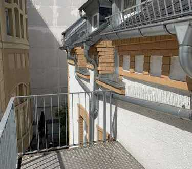 Luxus im Dachgeschoss in der Innenstadt mit Balkon