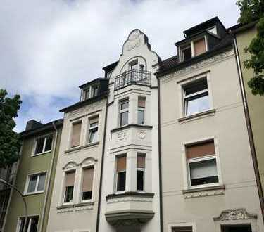 *Altbauwohnung mit hohen Decken, Balkon, kl. Terrasse, Gartenmitbenutzung,Wohnküche, Wanne & Dusche*